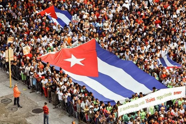 PROTESTAS DEL PUEBLO CUBANO AQUÍ Y ALLÁ